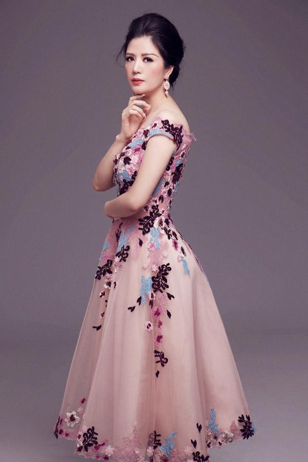 Bộ ảnh do chuyên gian trang điểm Quân Nguyễn, Kuny Lee, tạo mẫu tóc Pu Lê, stylist Đinh Thanh Long hỗ trợ thực hiện.