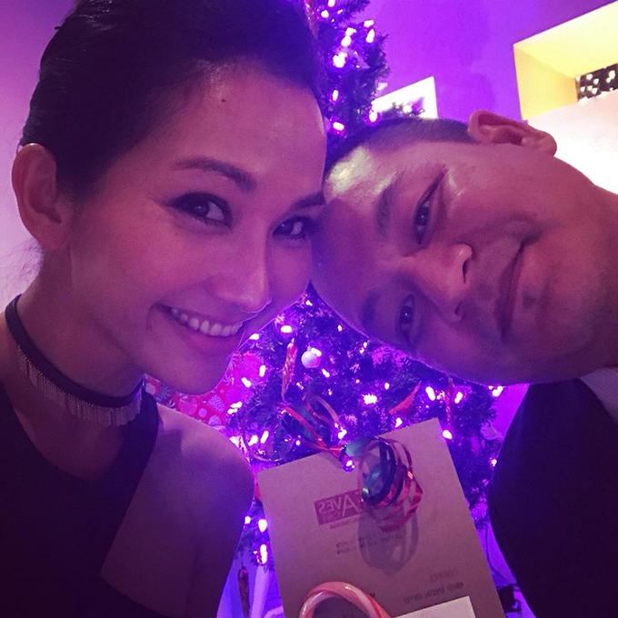 Kim Hiền hạnh phúc bên chồng: vậy là chúng ta đã hoàn thành 80% kế hoạch đưa ra trong năm !!! 20% là vợ có thêm những người bạn như gia đình và dự án sắp thành hiện thực.