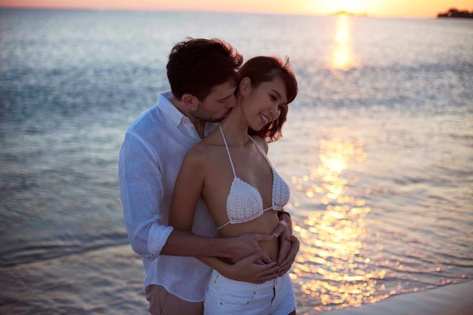 Hà Anh diện áo tắm, hôn chồng ngọt ngào trên biển - 6