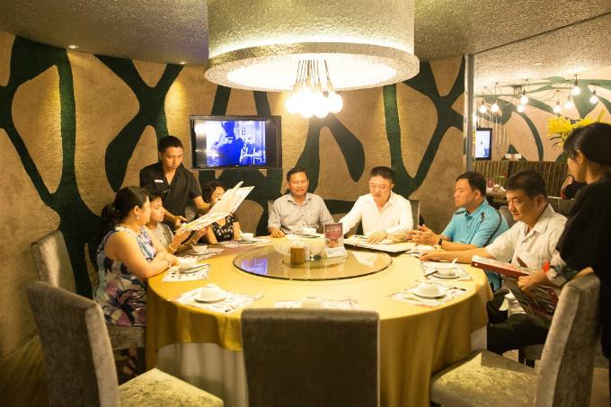 Trong tuần lễ khai trương, nhà hàng sẽ áp dụng nhiều chương trình khuyến mại dành cho thực khách đến và thưởng thức ẩm thực.