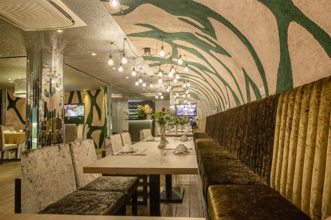 Không gian nhà hàng Lion City Café & Restaurant tại  Cần Thơ được bày trí ấm cúng nhưng không kém phần sang trọng, mang đến  thực khách những trải nghiệm đáng nhớ về ẩm thực ở Đảo quốc sư tử.