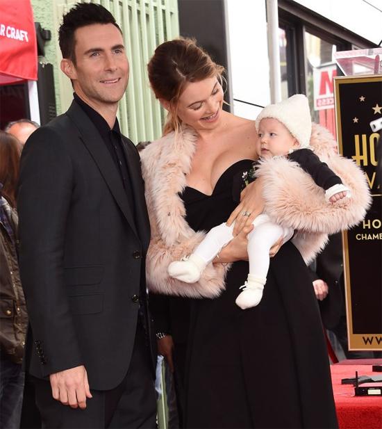 Gia đình hạnh phúc của Adam Levine.