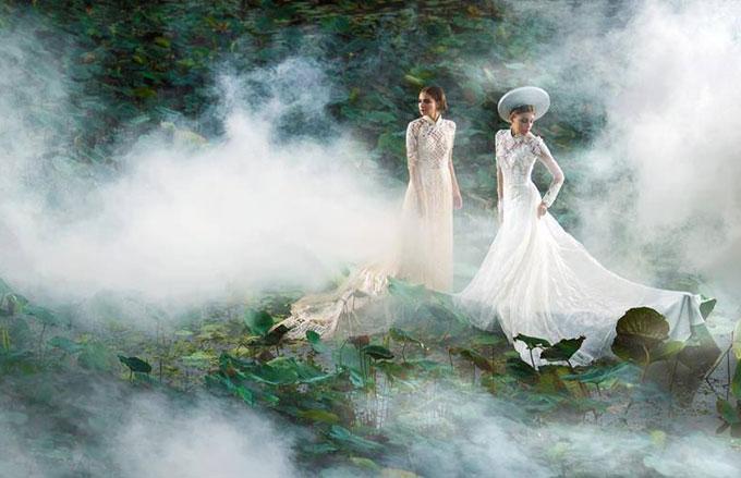 Khánh Ngọc và Quanh Đi đọ dáng trong khung cảnh mờ ảo trên đầm sen.