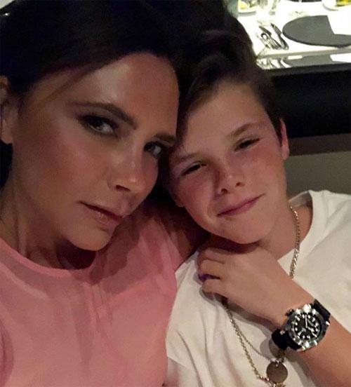 Nhà thiết kế thời trang ưu ái cậu út Cruz với bức ảnh chụp riêng cùng con trai 12 tuổi.