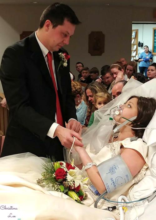 Những người dự đám cưới đặc biệt của Heather và Dave hôm 22/12 đều xúc động trước tình yêu của cặp uyên ươngdành cho nhau. Ảnh:Christina Lee.