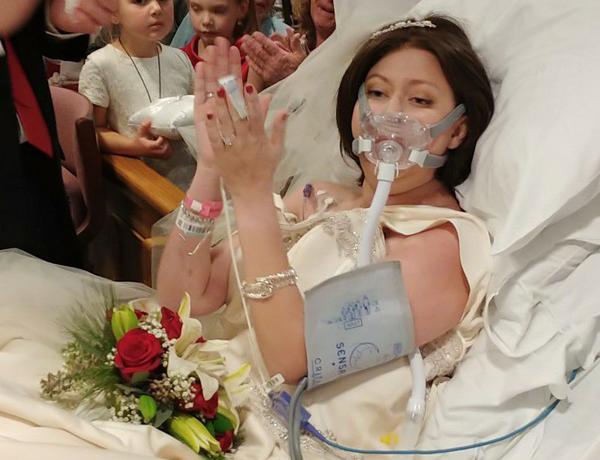 18 tiếng sau đám cưới tại bệnh viện, Heather trút hơi thở cuối cùng. Ảnh:Christina Lee.