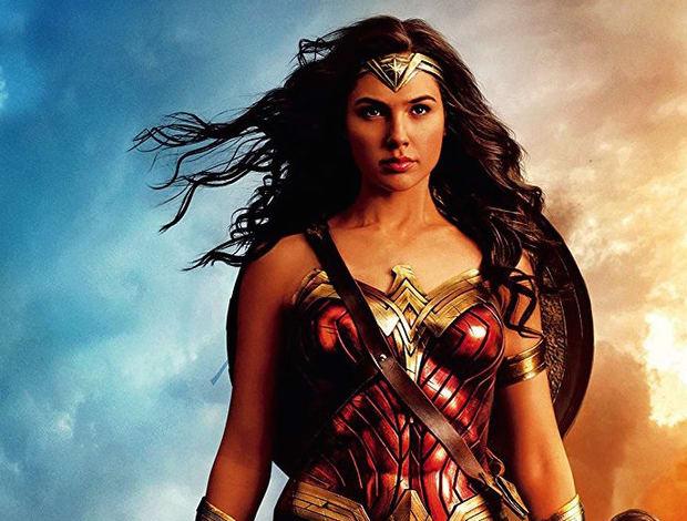 Người đẹp Israel khuynh đảo màn ảnh rộng năm qua với vai siêu anh hùng Wonder Woman.