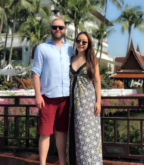 Hoa hậu Ngô Phương Lan hạnh phúc bên chồng ngoại quốc. Người đẹp cũng hy vọng một năm mới nhiều sức khỏe và tình yêu tới với mọi người.