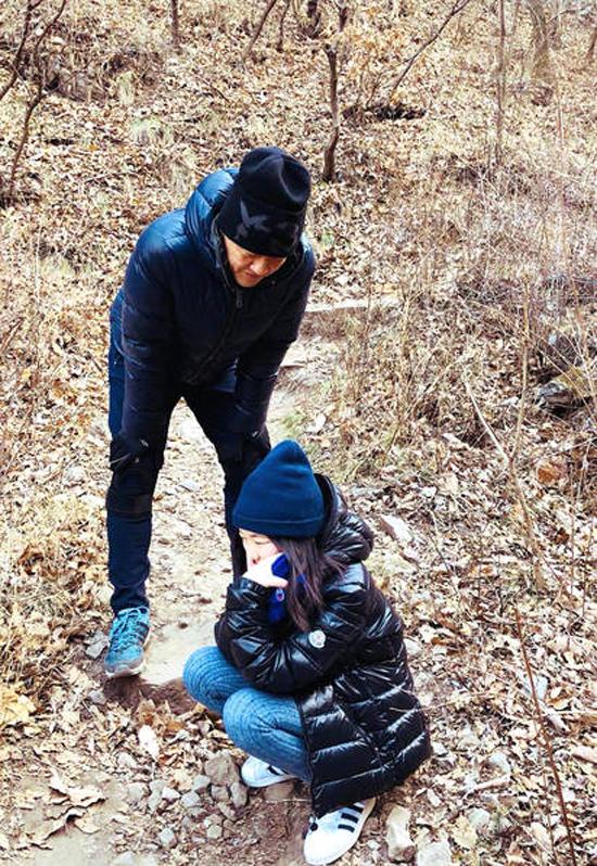 Vương Phi tụ họp bạn bè, Lý Á Bằng đưa con đi chơi ngày đầu năm - 1