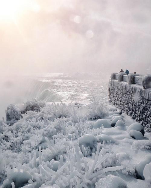 Thác Niagara đóng băng tựa vương quốc băng giá - 5