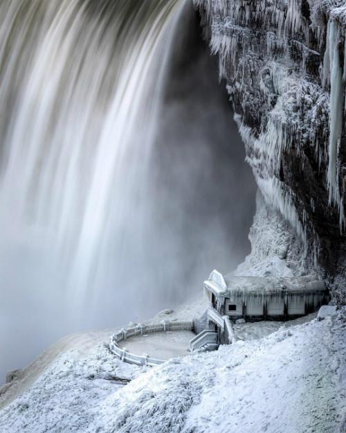 Thác Niagara đóng băng tựa vương quốc băng giá - 11