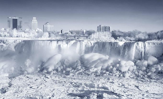 Thác Niagara đóng băng tựa vương quốc băng giá - 9