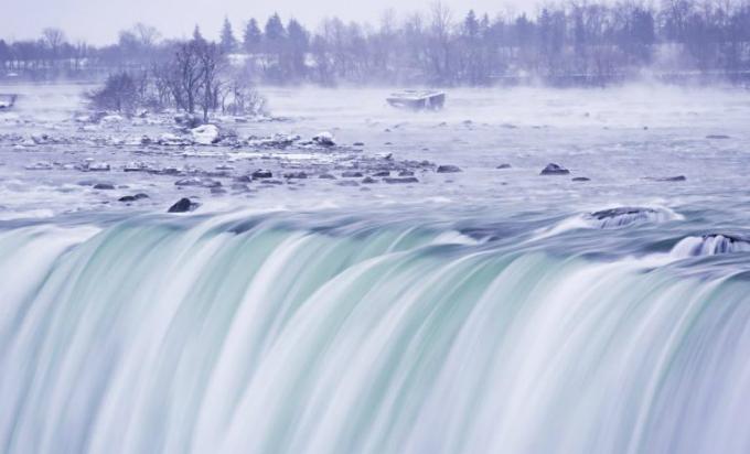 Thác Niagara đóng băng tựa vương quốc băng giá - 7
