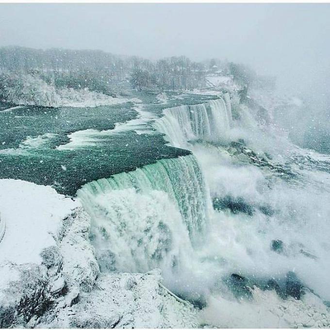 Thác Niagara đóng băng tựa vương quốc băng giá - 10