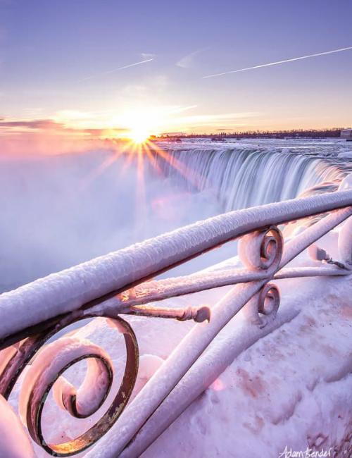 Nếu tới thác vào một ngày nắng thì cảnh tượng còn huy hoàng hơn nhiều.