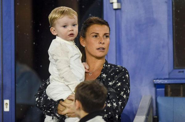 Vào tháng hai tới, gia đình chân sút 32 tuổi có thêm thành viên nhí thứ tư. Hai vợ chồng Rooney chưa tiết lộ về giới tính em bé nhưng nhiều người đoán cặp đôi sẽ có một cô con gái.