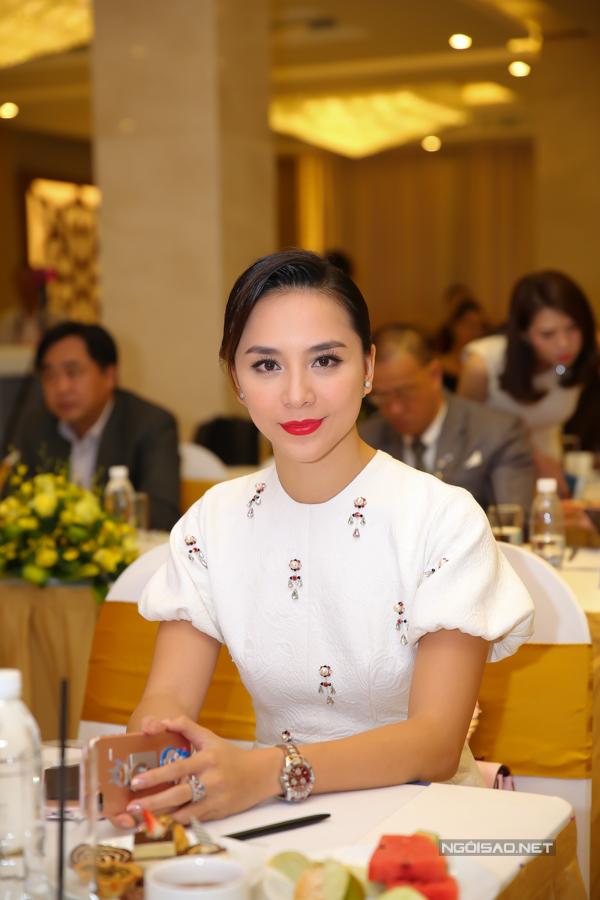 Á hậu Dương Trương Thiên Lý: Bề ngoài của Mai Phương Thuý xuất chúng, tuyệt đẹp