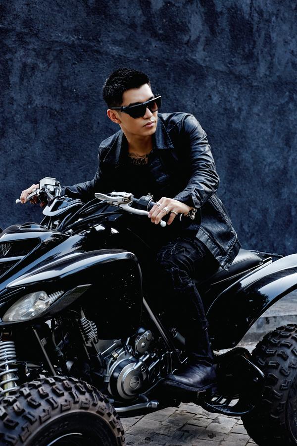 Năm 2017 Cường Seven hoạt động khá tích cực. Anh dành nhiều thời gian cho vai chính trong phim điện ảnh Lôi Báo của đạo diễn Victor Vũ. Sau khi phim ra rạp, chàng ca sĩ quay lại với lĩnh vực chính của mình là âm nhạc.