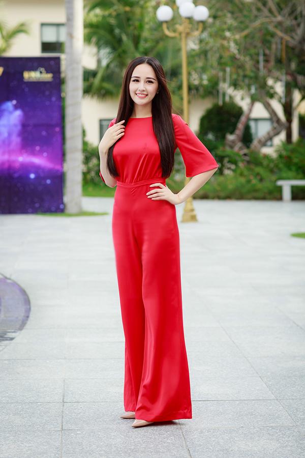 Hoa hậu Mai Phương Thuý tại Nha Trang sáng 3/1/2018.