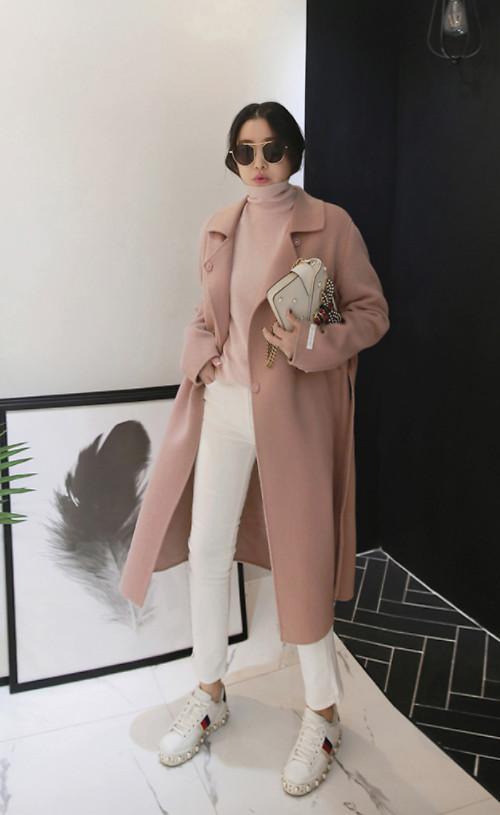 Phong cách thanh lịch và giúp các bạn gái thêm phần trẻ trung bởi sự kết hợp hài hòa các tông màu trung tính hợp mốt mùa đông với gam pastel.