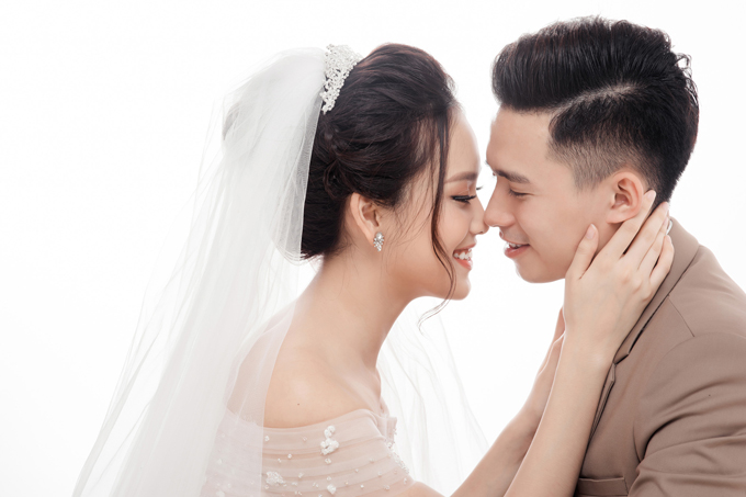 Ảnh cưới ngọt ngào của top 10 HHVN Tố Như và hot boy trường Cảnh sát