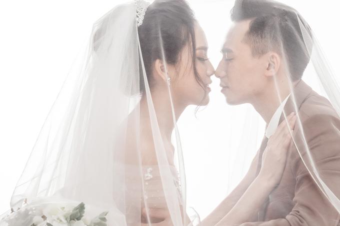 Ảnh cưới ngọt ngào của top 10 HHVN Tố Như và hot boy trường Cảnh sát - 9