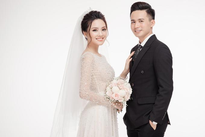 Ảnh cưới ngọt ngào của top 10 HHVN Tố Như và hot boy trường Cảnh sát - 1