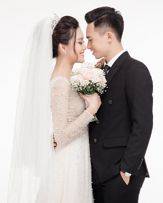 Ảnh cưới ngọt ngào của top 10 HHVN Tố Như và hot boy trường Cảnh sát - 3