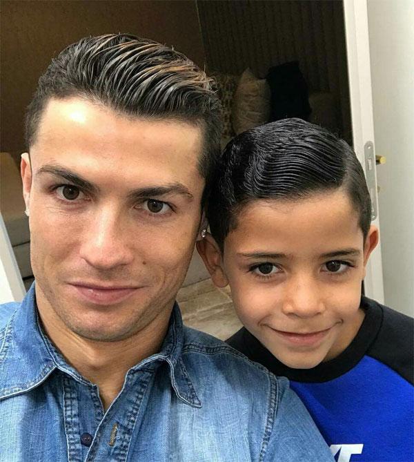 C. Ronaldo và cậu cả Cristiano Jr. Ảnh: NS.