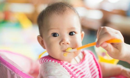 Những sai lầm cha mẹ thường gặp khi xử lý nôn trớ ở trẻ