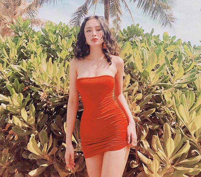 Angela Phương Trinh diện váy quây đỏ bó sát, phô trọn ba vòng cơ thể.