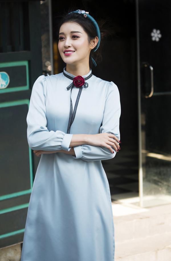 Huyền My dạo phố Hà Nội với áo dài tự thiết kế - 5