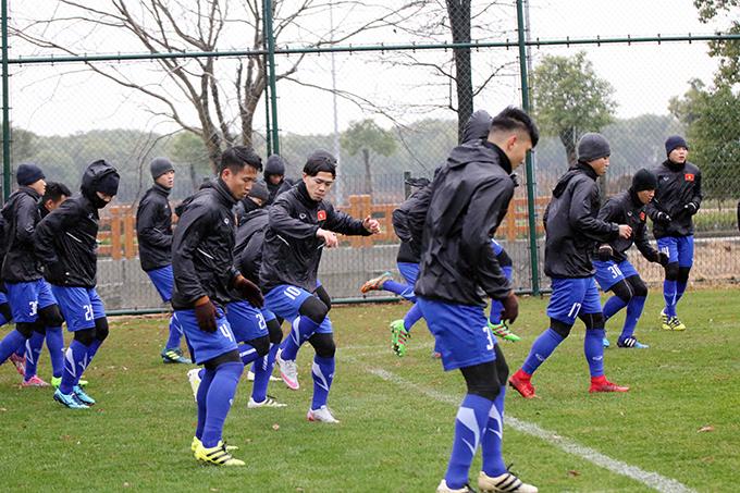 Theo lịch, chiều 4/1, U23 Việt Nam sẽ có trận đấu giao hữu với U23 Palestine, đội cũng đang tập huấn tại Thượng Hải để chuẩn bị cho vòng chung kết U23 châu Á 2018. Đây là trận đấu thử nghiệm cuối cùng của U23 Việt Nam trước khi HLV Park Hang Seo chốt danh sách 23 cầu thủ dự giải lên ban tổ chức.