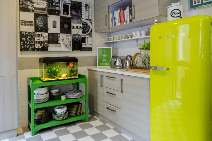Một góc phòng bếp với sắc xanh chủ đạo, tạo ấn tượng về một không gian tràn ngập sức sống.