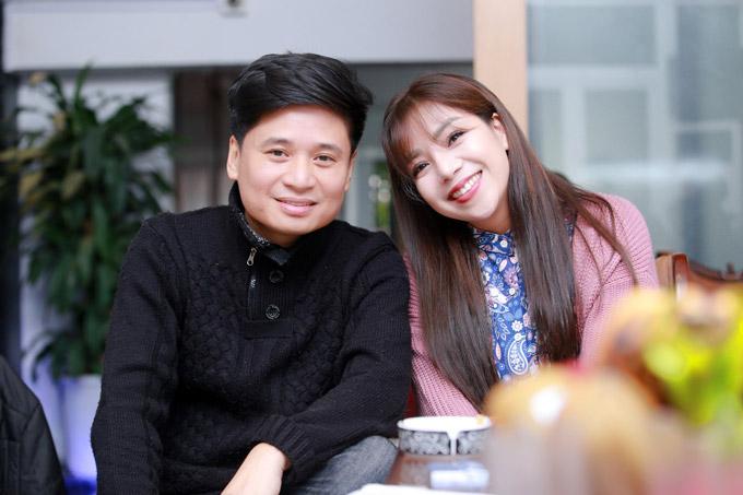Tấn Minh cũng đến nhà riêng của nhạc sĩ Phú Quang vào chiều qua để tập luyện cùng Minh Chuyên và ban nhạc.