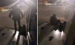 Hành khách mở cửa khẩn cấp nhảy khỏi máy bay vì sốt ruột