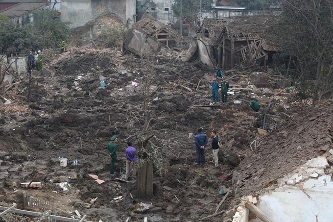 Nơi phát nổ là một cơ sở thu mua sắt vụn, nay thành hố đất trống sâu khoảng 10 m.Sau tiếng nổ, nhiều người dân địa phương đã chạy đến hiện trường để giúp đỡ, đào bới các nạn nhân bị vùi lấp trong đống đổ nát.