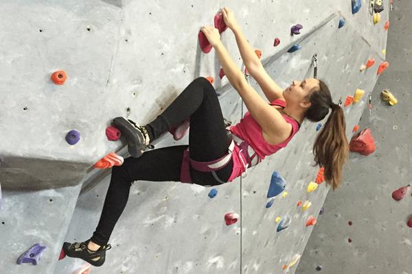 Bảo Bình - Leo núi trong nhà Bài tập leo núi trong nhà giúp làm săn chắc cơ bắp toàn thân, đồng thời, rèn luyện sự dẻo dai và ý chí cố gắng cho các cô nàng Bảo Bình.