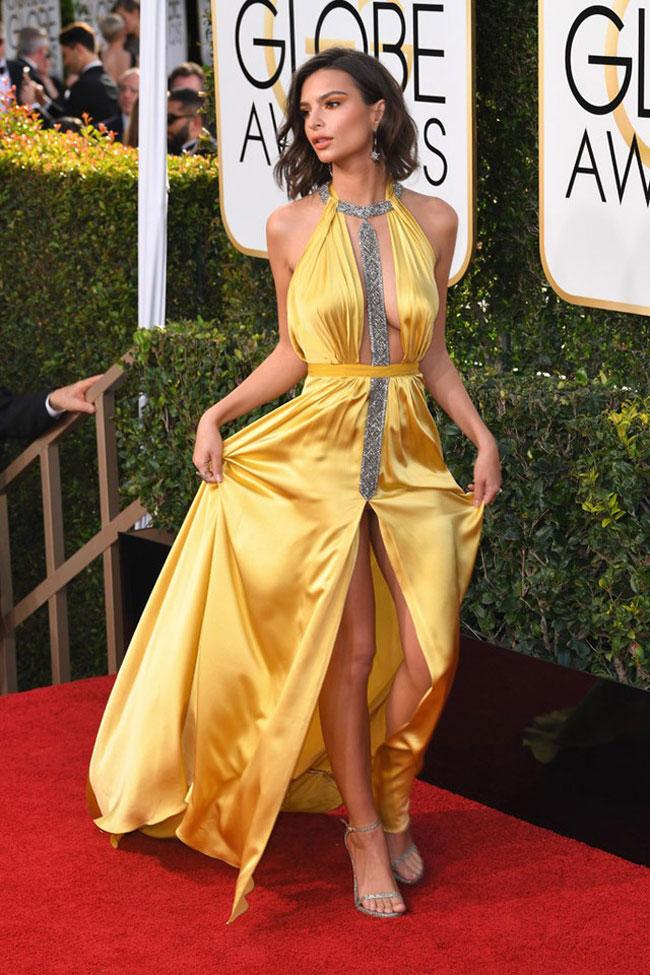Người đẹp phim Gone Girl -Emily Ratajkowski - thu hút mọi ánh nhìn với trang phục của Reem Acra trên thảm đỏ Quả cầu vàng năm 2017.