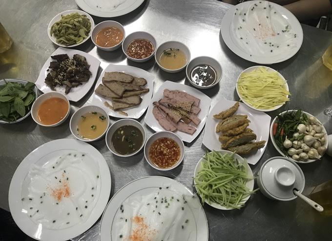 Bánh ướt ăn cả chục đĩa mới đã ở Sài Gòn