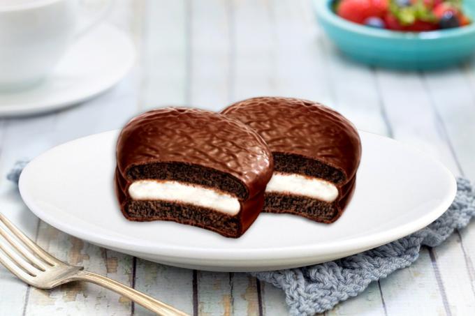 Choco.Pie Dark hoà quyện của phần nhân Marshmallow trắng mịn, dẻo mềm kẹp giữa hai tầng bánh chocolate đậm đà, thơm ngon.