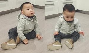 Bé trai 10 tháng tuổi trò chuyện với 'người bạn trong gương'