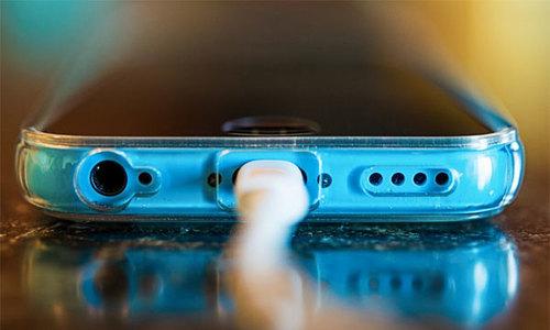 Nhiều người dùng đang sạc pin smartphone sai cách