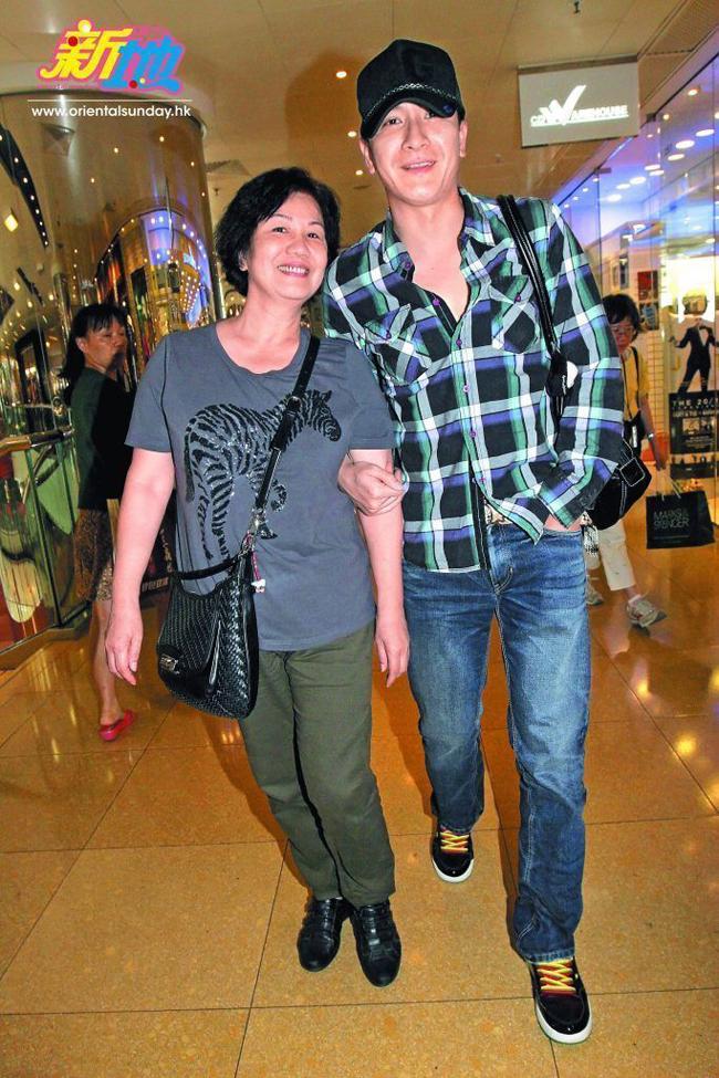 Mã Quốc Minh và mẹ đẻ. Ảnh: Orient