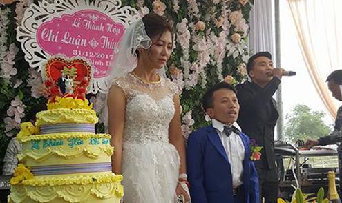Đám cưới cổ tích của chú rể thấp hơn cô dâu nửa mét