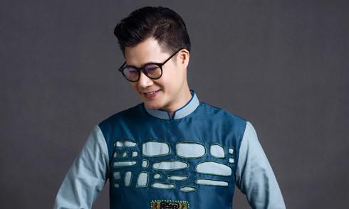 Ca sĩ Quang Dũng làm người mẫu áo dài