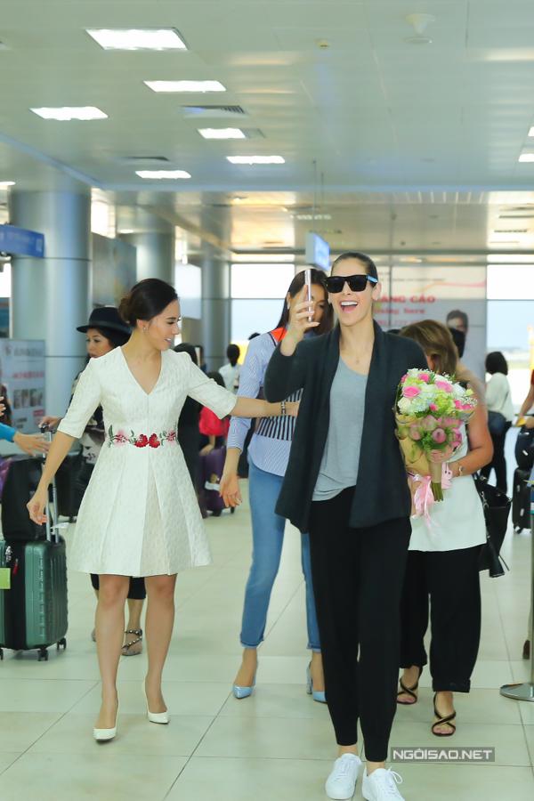 Hoa hậu Hoàn vũ từng đăng quang ở Nha Trang rạng rỡ ngày trở lại