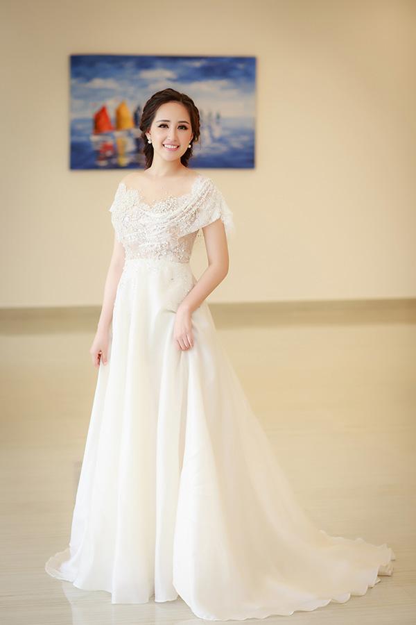 Mai Phương Thuý đã có hai ngày làm việc tại Nha Trang. Ngày 4/1, cô tham dự buổi tổng duyệt phần thi áo dài của thí sinh Hoa hậu Hoàn vũ Việt Nam 2017.