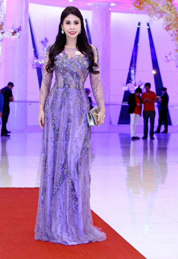 Lý Hương diện váy xuyên thấu của nhà thiết kế Hoàng Hải dự chương trình Chung sức tình người lần thứ 9.
