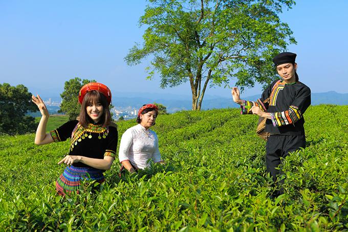 BB Trần là gương mặt được yêu thích trên mạng, chuyên đóng các video parody hài hước.